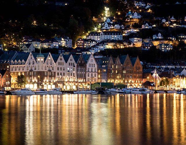 Norwegian Lights. ——————————————— #bergen #norway #earth_pix #earth_expo #shotzdelight #teamcanon #5dmarkiv