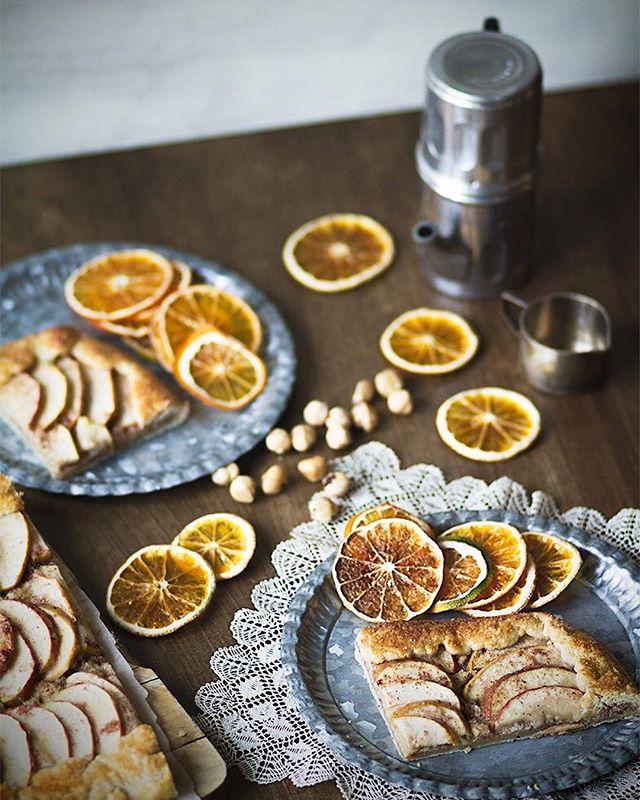 Nueva receta en el blog!  Qué me dices de esta #galette de manzanas y #frangipane de avellanas? Un dulce fácil, original y, por qué no?, muy natalicio 🎄  Te cuento todos los secretos para que te salga perfecta en el blog - sigue el link IGlink en mi perfil 🔝Y cuéntame qué te parece 🍎 🍏  #recetasfaciles #nuevarecetaenelblog #thefoodmoodblog #manzanas #cocina #recetasdenavidad #confortfood  https://www.the-food-mood.com/recetas/galette-de-manzanas-y-frangipane-de-avellanas