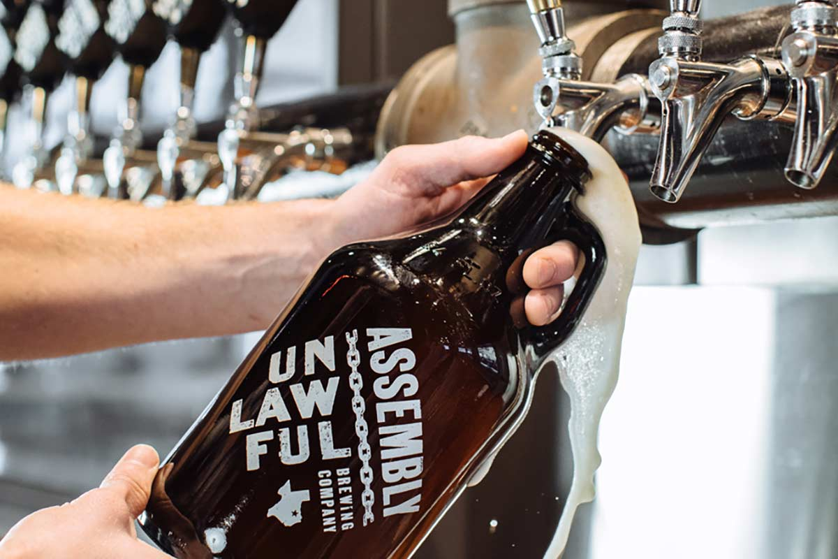 Craft-Brewery-Photography_Unlawful-Assembly-Brewing_Growler-Photography.jpg