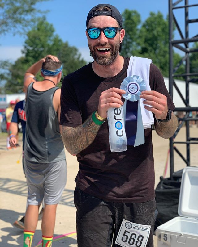 Getting up for a 9am 5k maybe wasn't the best festival decision... but fun way to kick off Saturday morning here on the farm! If the head of the festival can run it with a walkie on... I better too! #roorun #bonnaroo #feelinglastnight