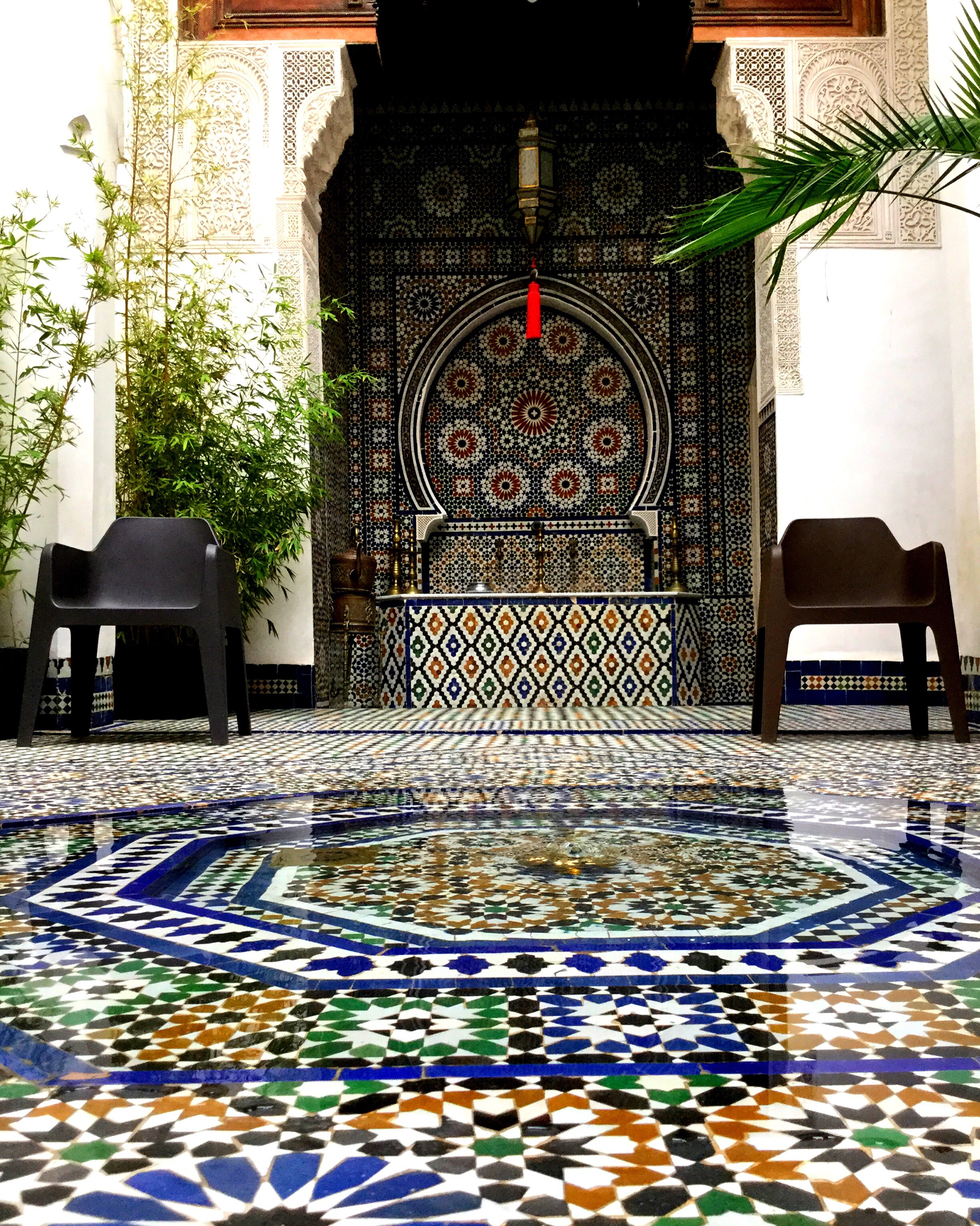 About Dar7louyat - Dar 7 Louyat is a splendid mansion of the fifteenth century, a haven of peace in the heart of the Medina of Fez, close to the oldest university in the world, the Great Mosque Qaraouyine.