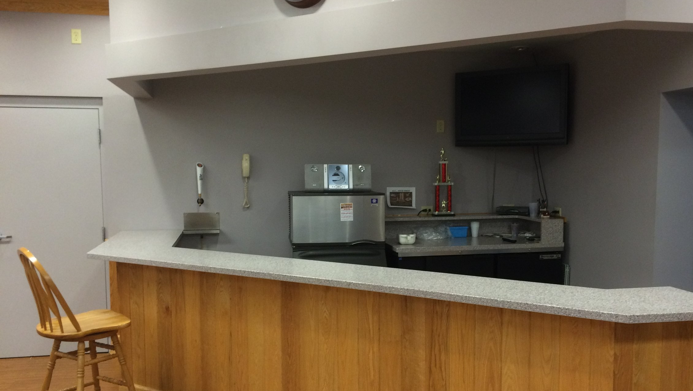 Bar area with ice machine and mini-fridge