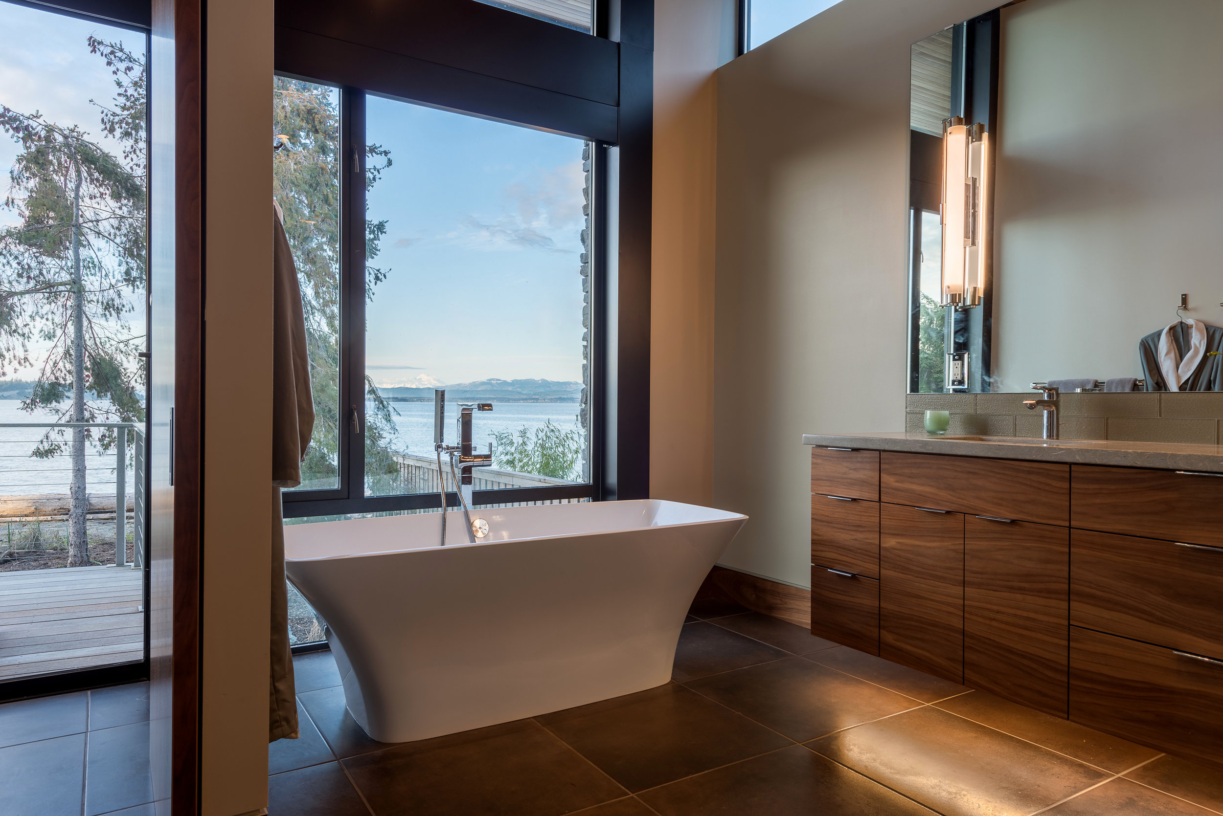 17 - Camano Beach Drive House 5000px - Swift Studio.jpg
