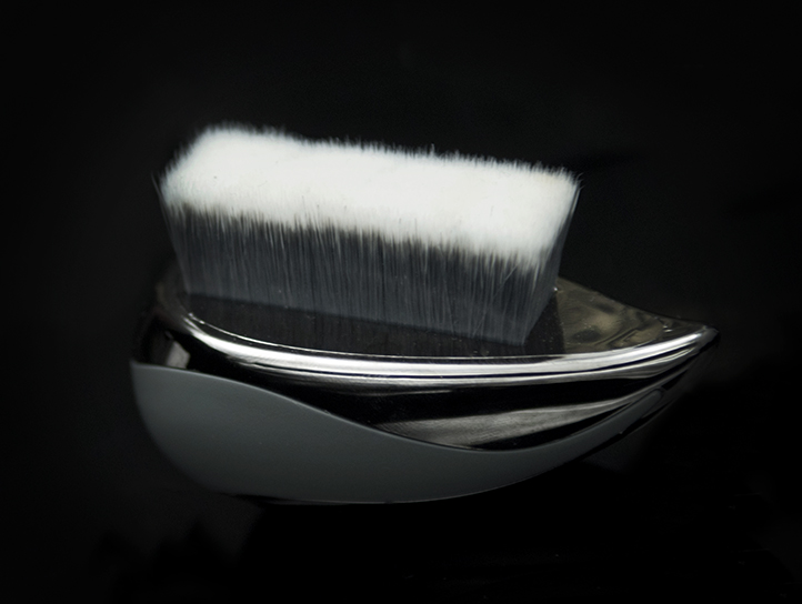 KABI RECTANGULAR 823 - This innovative brush features a shape that is ideal for contouring. It's perfect for sculpting the cheekbones, forehead and jawline. Also its a body brush, can be used to perfectly define and contour Abs. Use it with your favorite bronzer. Designed for face and body painting.