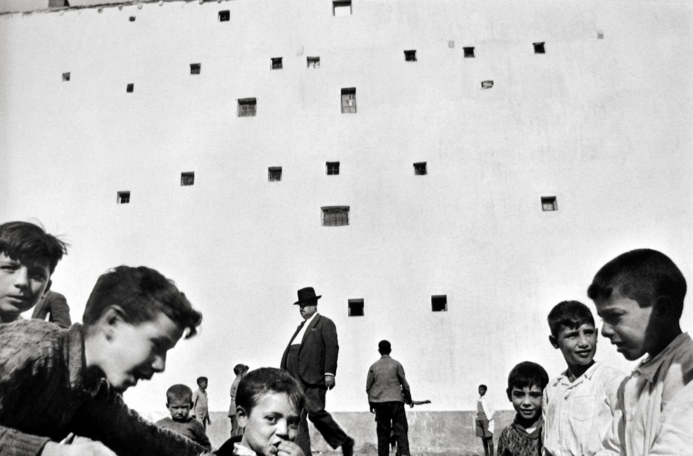 henri cartier-bresson, madrid , 1933. ©Henri Cartier-Bresson/Magnum Photo. Courtesy Peter Fetterman Gallery.
