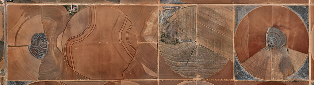 edward burtynsky, pivot irrigation #21, high plains, texas panhandle, usa,  2011