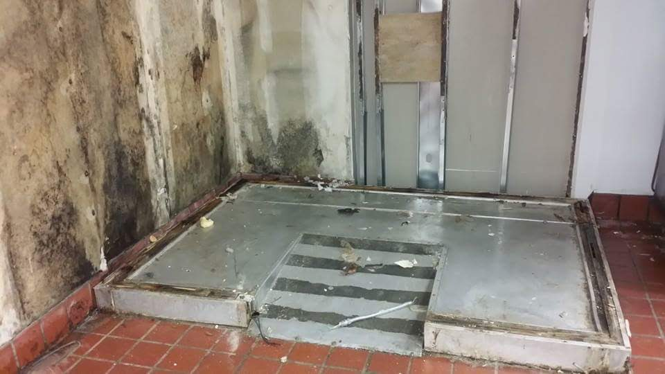 WALK IN COOLERS INSTALLED INCORRECTLY LEAD TO CODE VIOLATIONS AND EVEN HEALTH CONCERNS. YES THAT IS MOLD!
