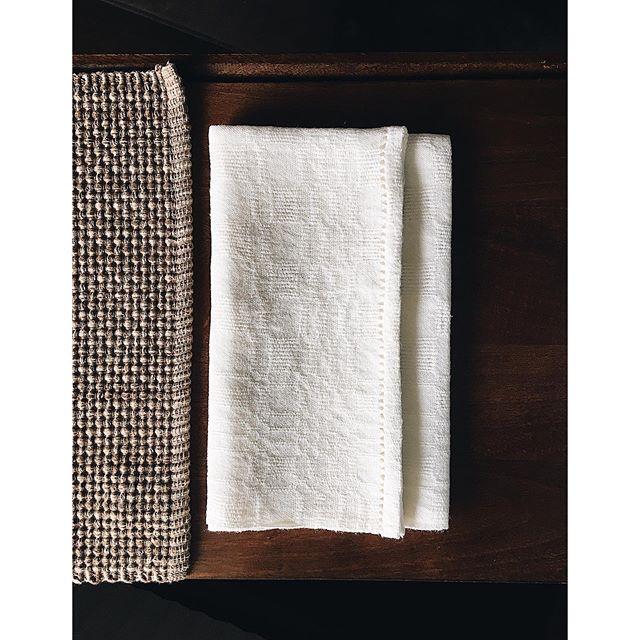 ☀️ Summer calls for linen. A freshly finished set of natural linen napkins in Ms&Os weave. . . . . . . . . . . . . #textiles #fiber #fibers #fiberart #crafts #weaving #weavings #woven #weave #linen #weaversofinstagram
