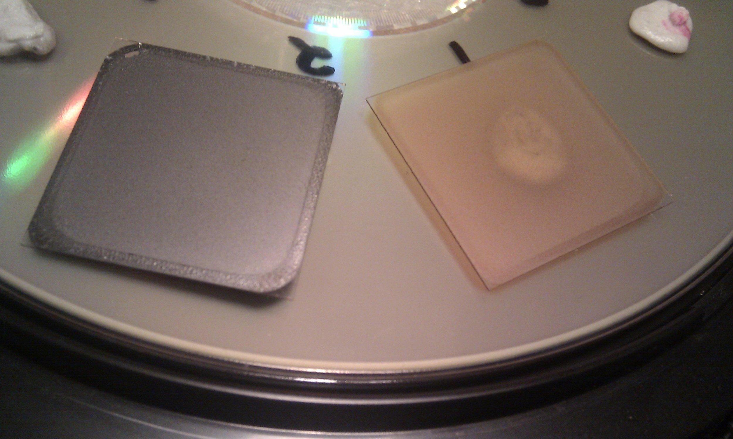 (left) Reduced Graphene oxide. (right) graphene oxide
