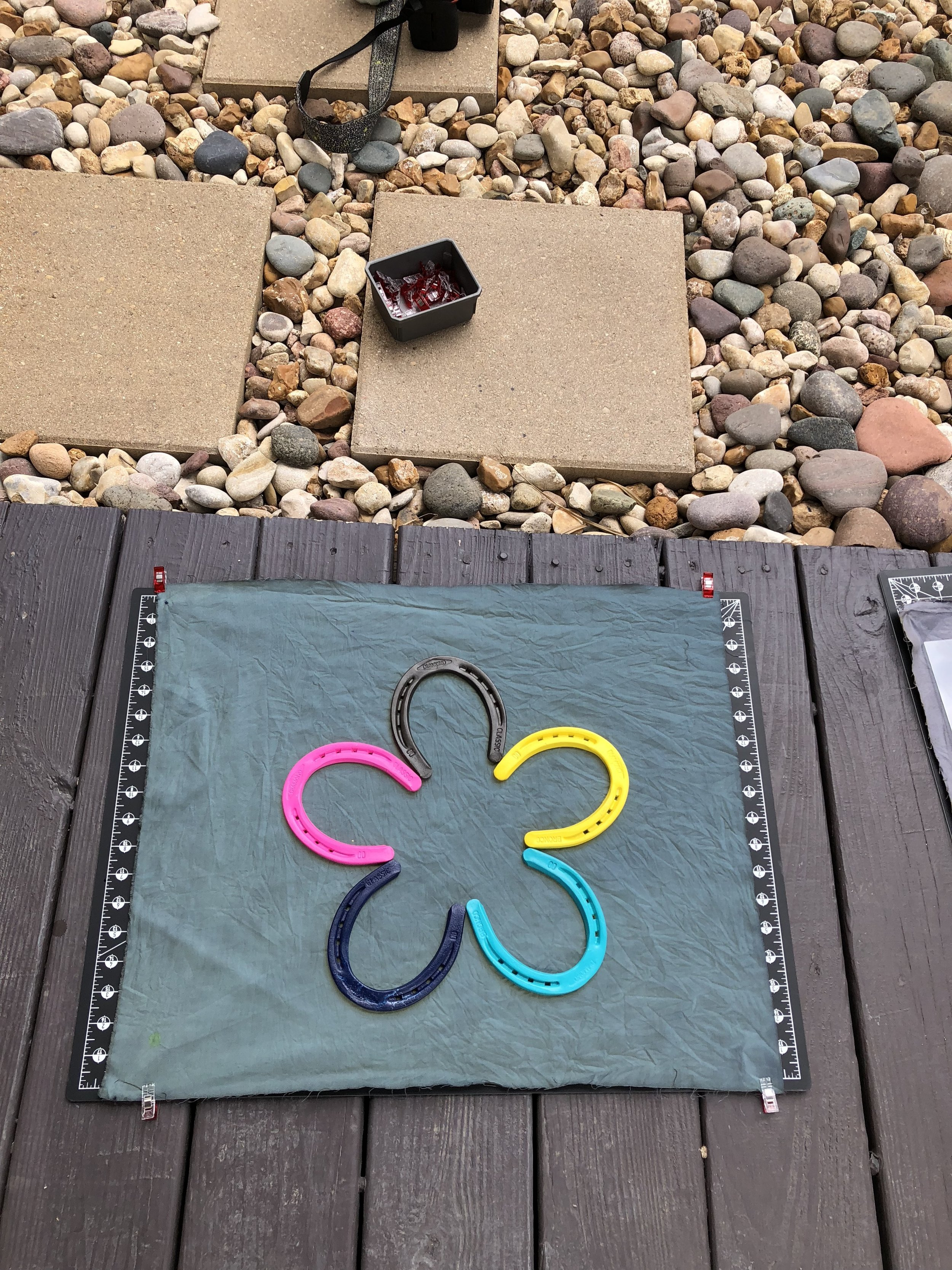 How fun are these colored horseshoes?!