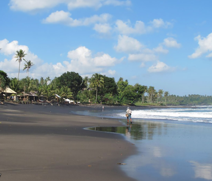 Balian Beach - Balian Beach is a remote beach and popular surf spot on Bali's west coast. ... Its collection of cheap and laidback accommodation options has also attracted backpackers venturing into the West Bali region