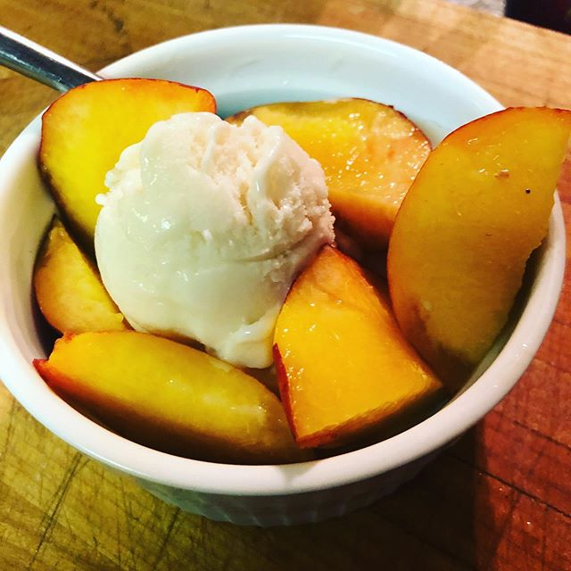 Hot summer nights mean peaches with vegan vanilla ice cream!! I constantly crave the peach milkshakes that my grandma would make in the summer. #utahpeachesarethebest #summer #peaches #bittenpeach #catering #privatechef #queerchef