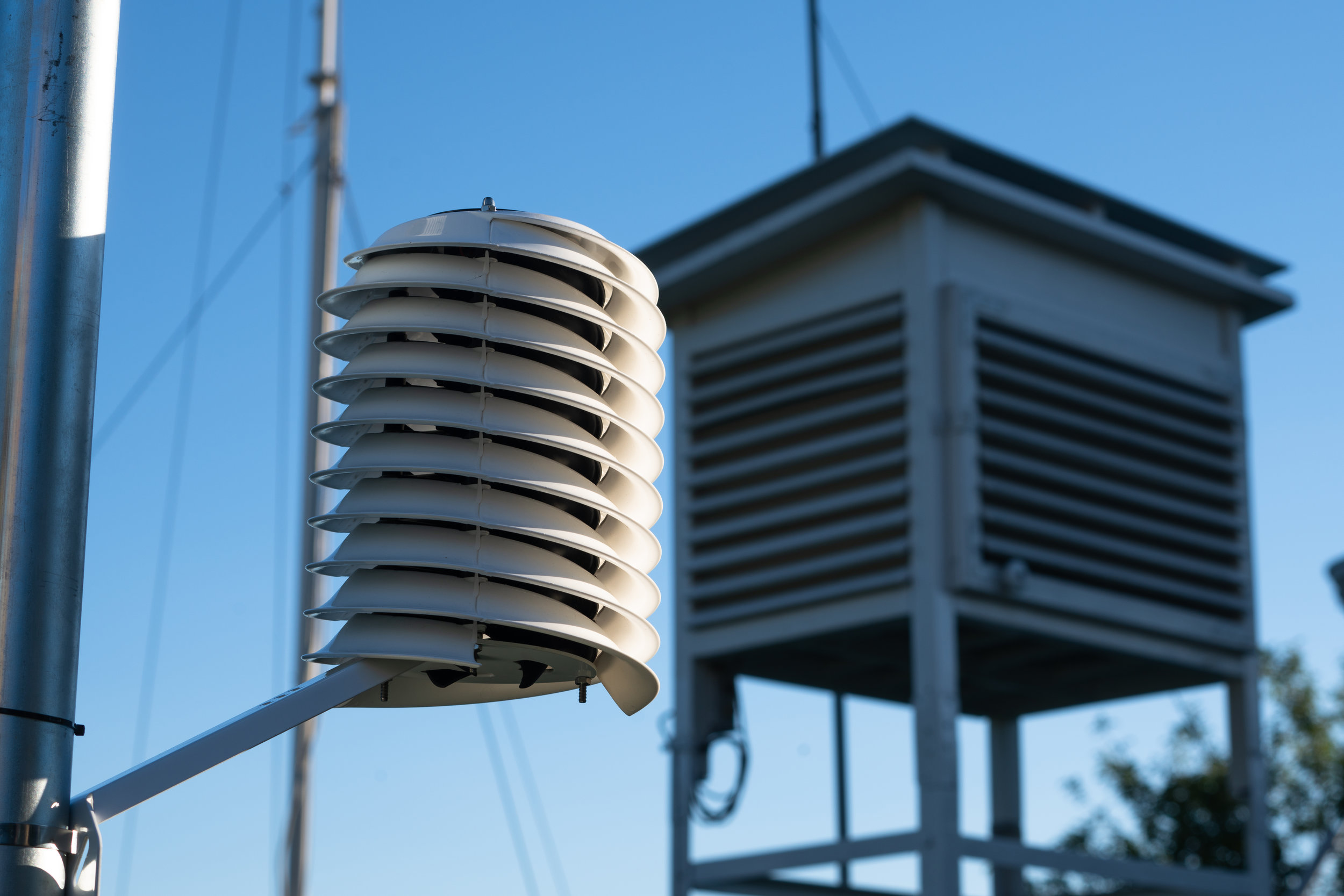 Barani MeteoHelix IoT Pro LoRa weather station overshadows Stevenson Screen shelter