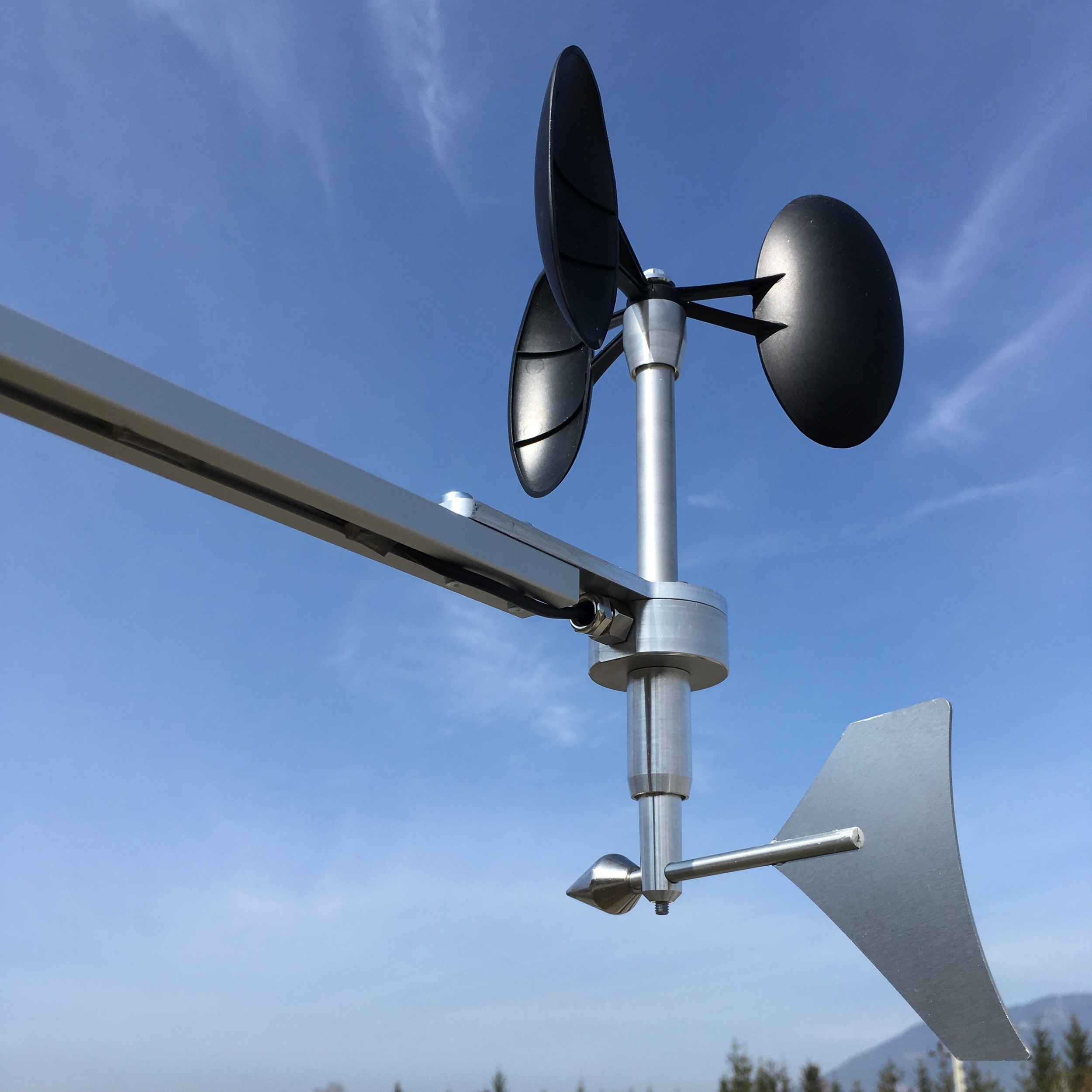 MeteoWind Compact with WindIoT transmitter for environmental monitoring