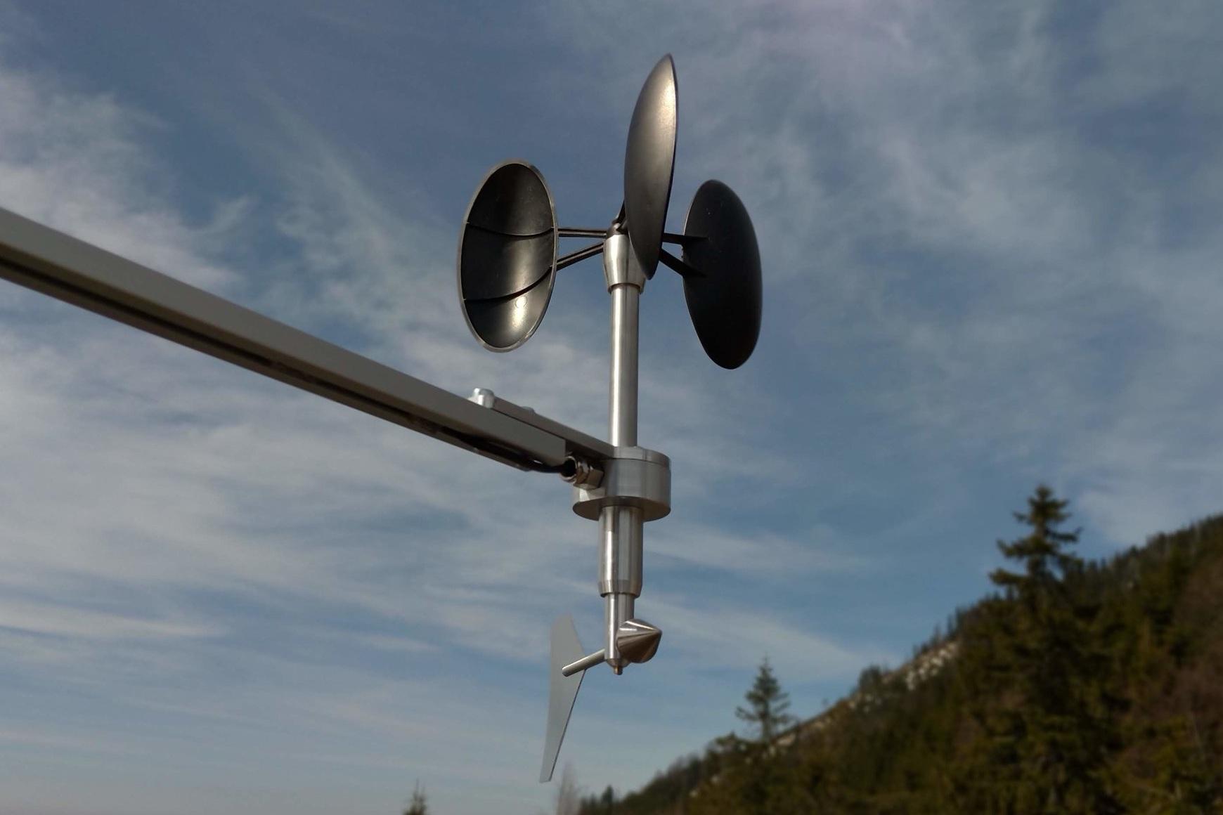 MeteoWind_Compact_highway_anemometer.jpg