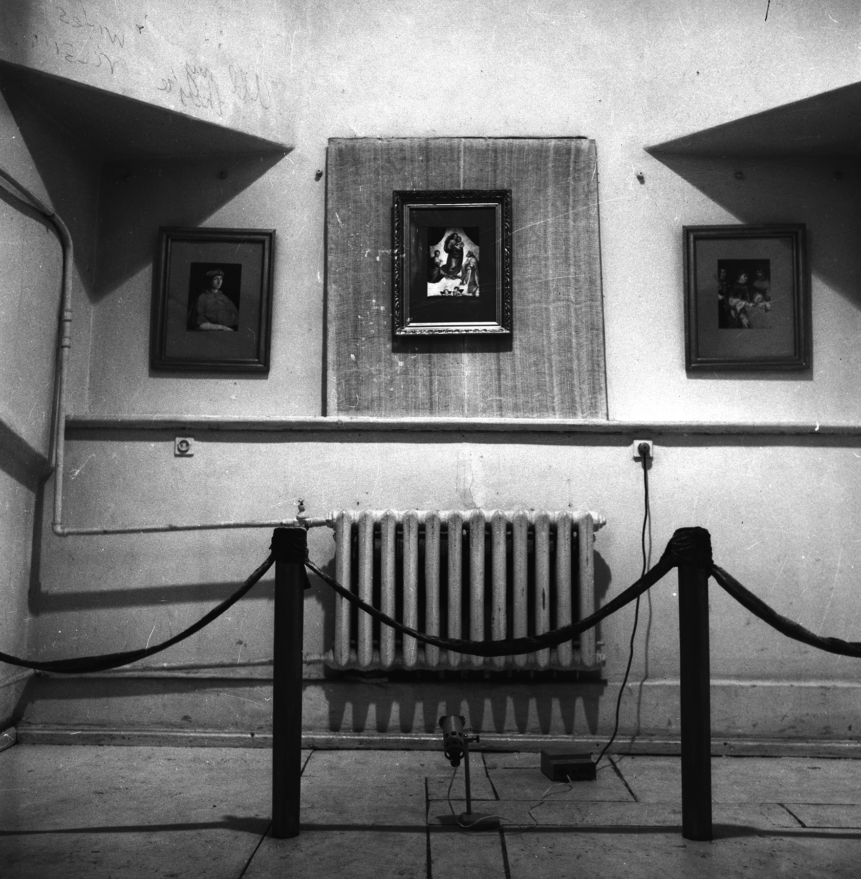 Rafael. Installation UP DOWN gallery, Kharkov, Ukraine.1994.jpg