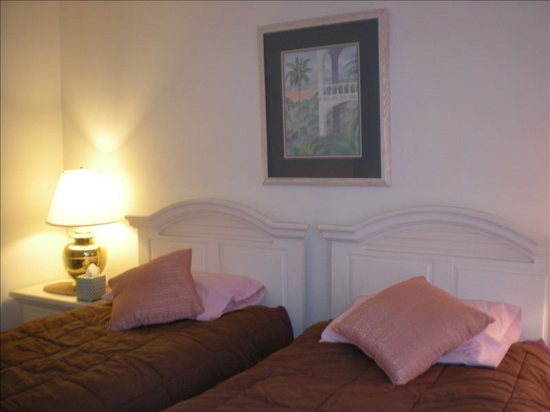 Middle Bedroom With Two Twin Beds