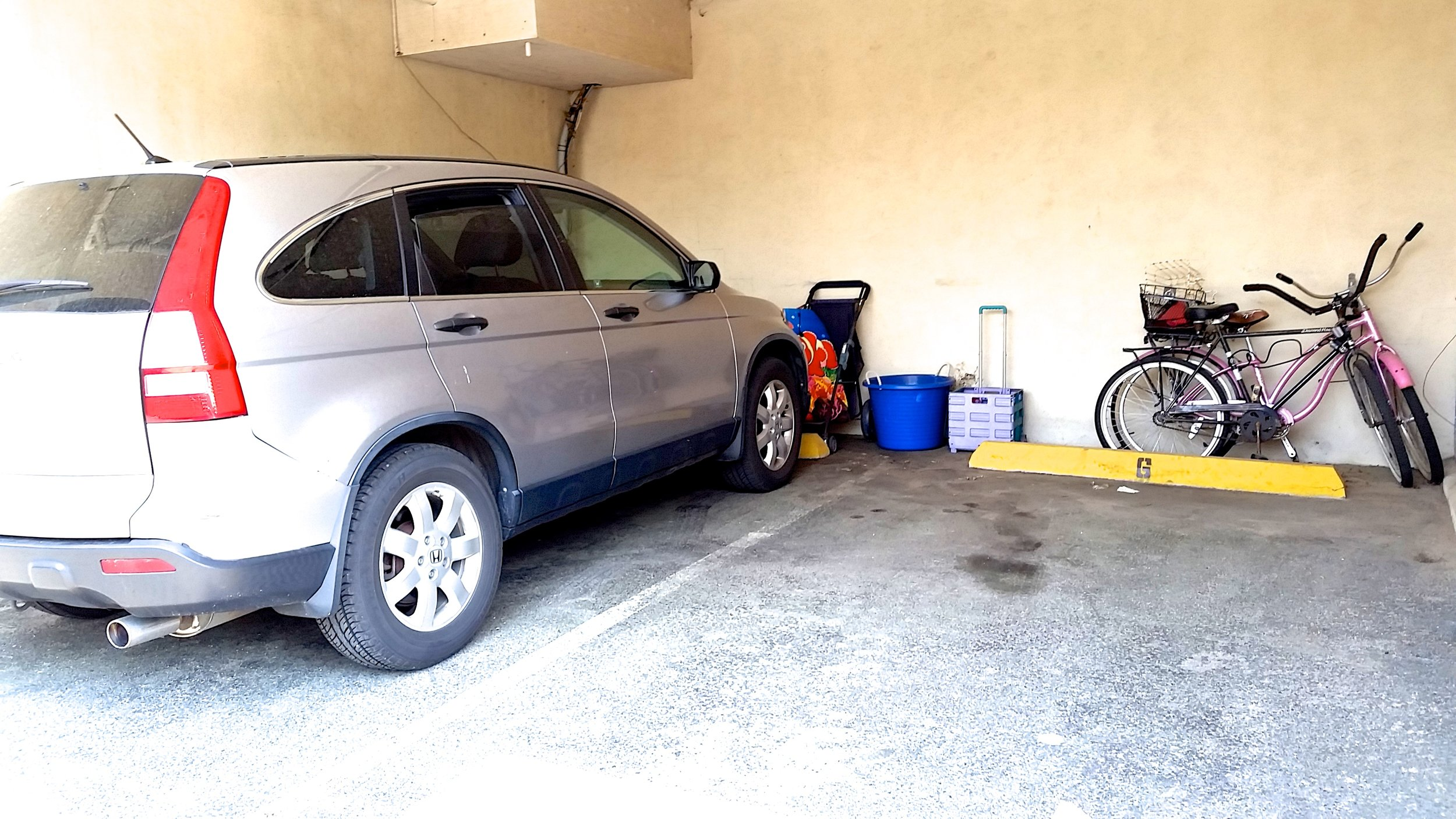 Two Parking Spots, Two Bikes and Beach Chairs Available for Use
