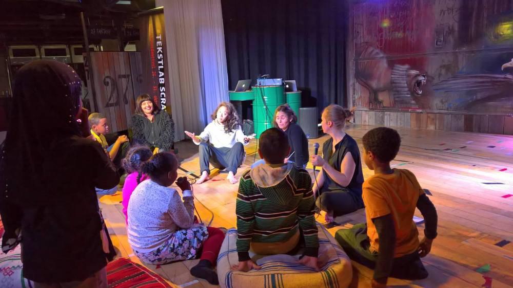 TekstLab Scratch Festival møter barn på Biblo Tøyen med forestilling, samtale og workshop