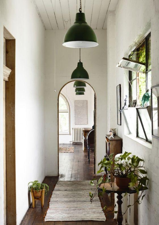 White Wall - Dark Floor - Light Accets.jpg