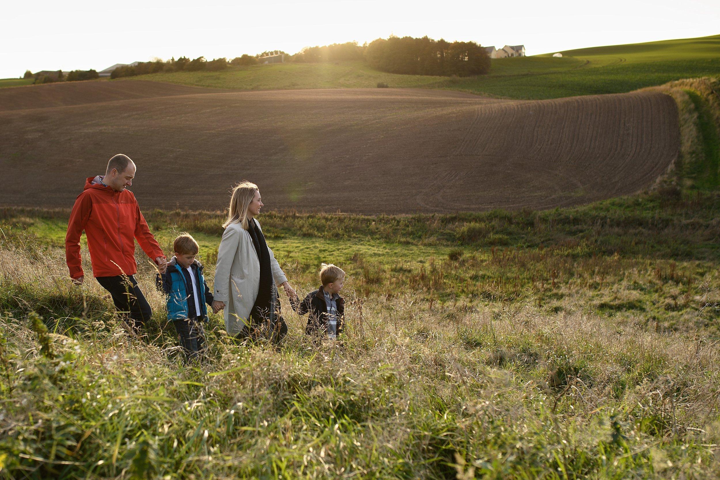 Wormit family photo shoot field sunset