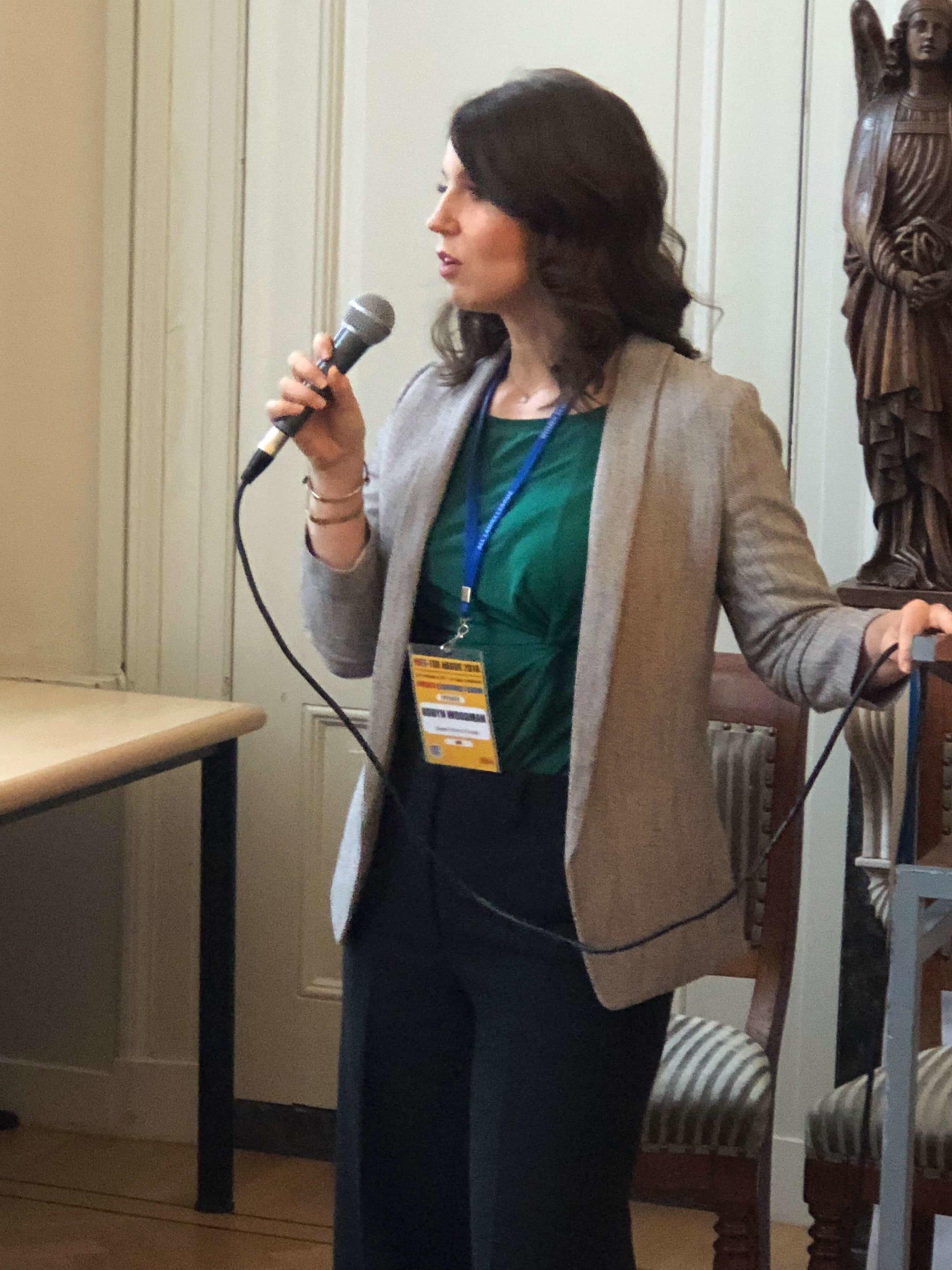 Robyn-woodman-hatch-tribe-members-circle-female-business-entrepreneur