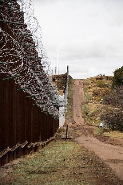 400px-Nogales_Border_Wall_and_Concertina_Wire_-_33141962678.jpg
