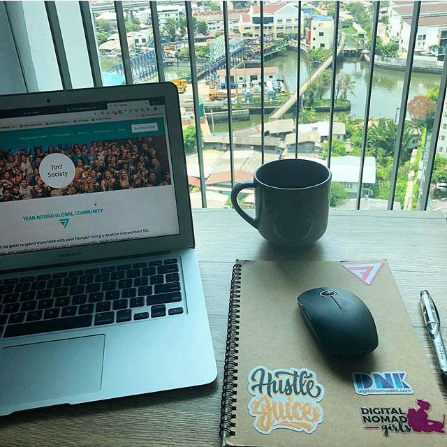 Check out @kyriemelnyck 's setup in #Bangkok 😍 What does your remote office look like today? Tag us in your photos! #hustlejuice