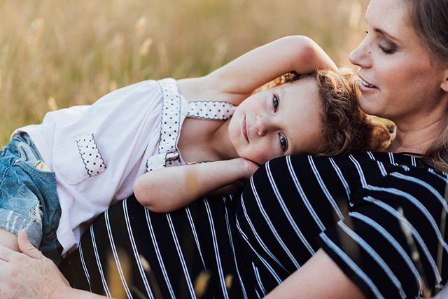 Beautiful baby belly, gorgeous kid with adorable curls, and a field at sunset. What more could a photographer ask for? 😍😍 .. . #maternityphotography #christchurchphotographer #family #familyphotography #nzphotogs #nzphotographer #goldenhour #vsco #lookslikefilm #babybelly #sunset
