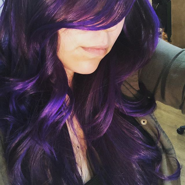 Nuf said 🤩☔️🍆🔮💜🚺#andrewscottsalon #abusalon #nmcolor #pravana #goldwell #hairart #art #photography #purple #abq #saturday #beauty #native #curl #oilspill