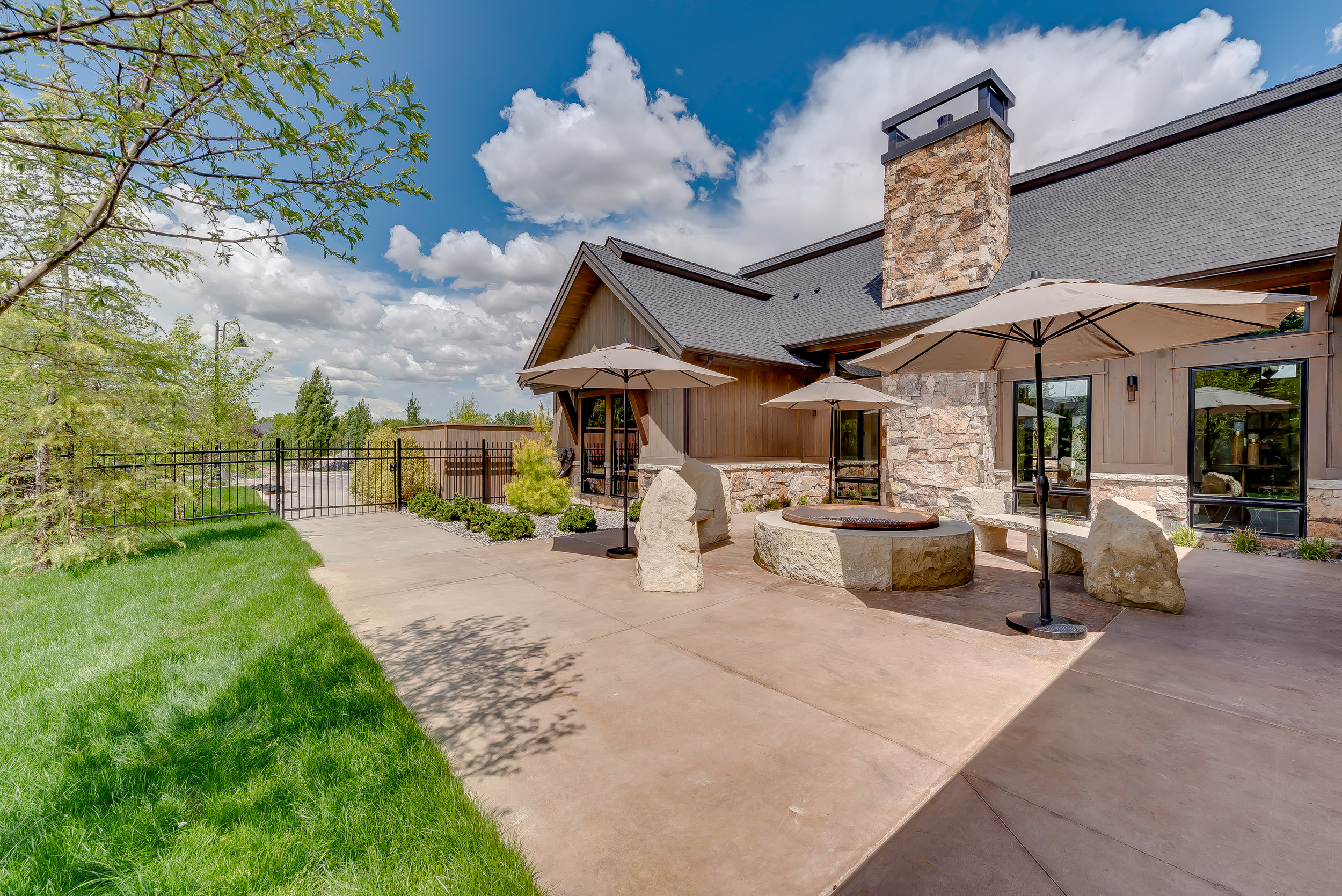 18-Williamson River Ranch Clubhouse.jpg