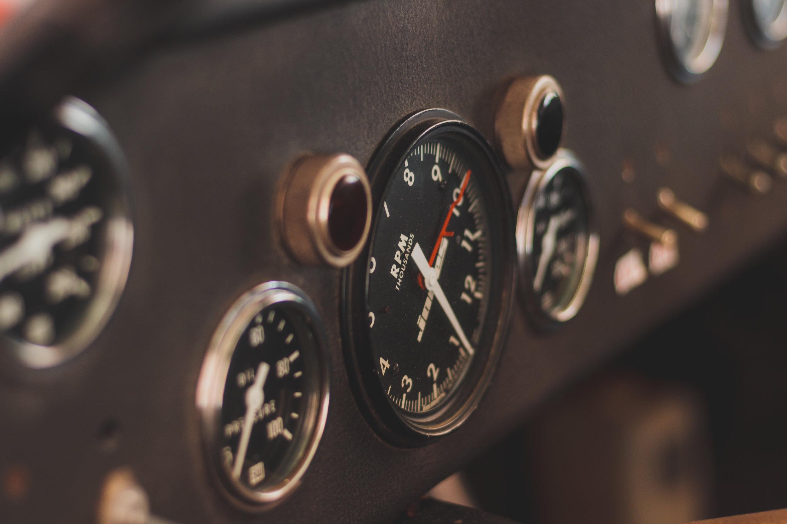 BRE Datsun 510 gauges