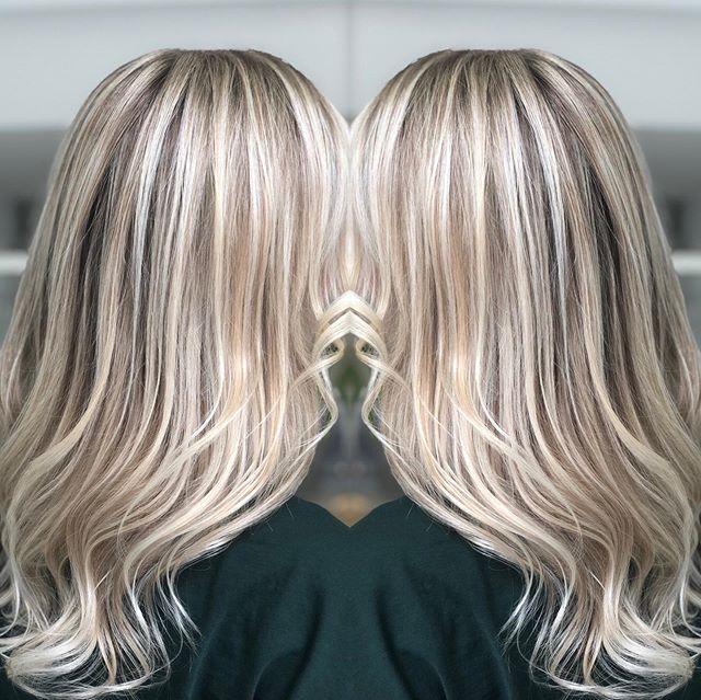 Fina slingor @lebeautystudio med bästa @owayofficial produkter. Så vackert va? ❤️👸🏼😘✅🍀🇧🇷🇸🇪 #braziliansdoitbetter #slingor #highlights #balayage #lovemyjob #frisörkungsholmen #frisörstockholm #stockholm #sweden #blondehair #sombre