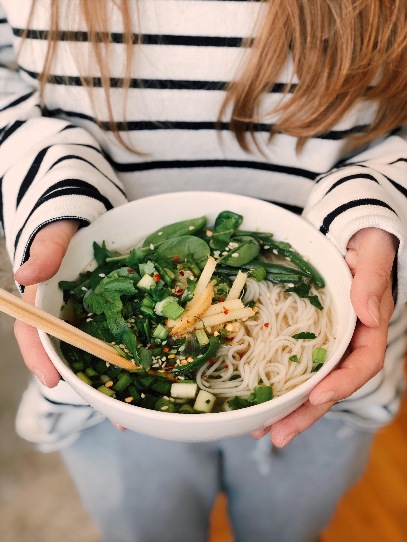 bowl-ceramic-chopsticks-923182.jpg