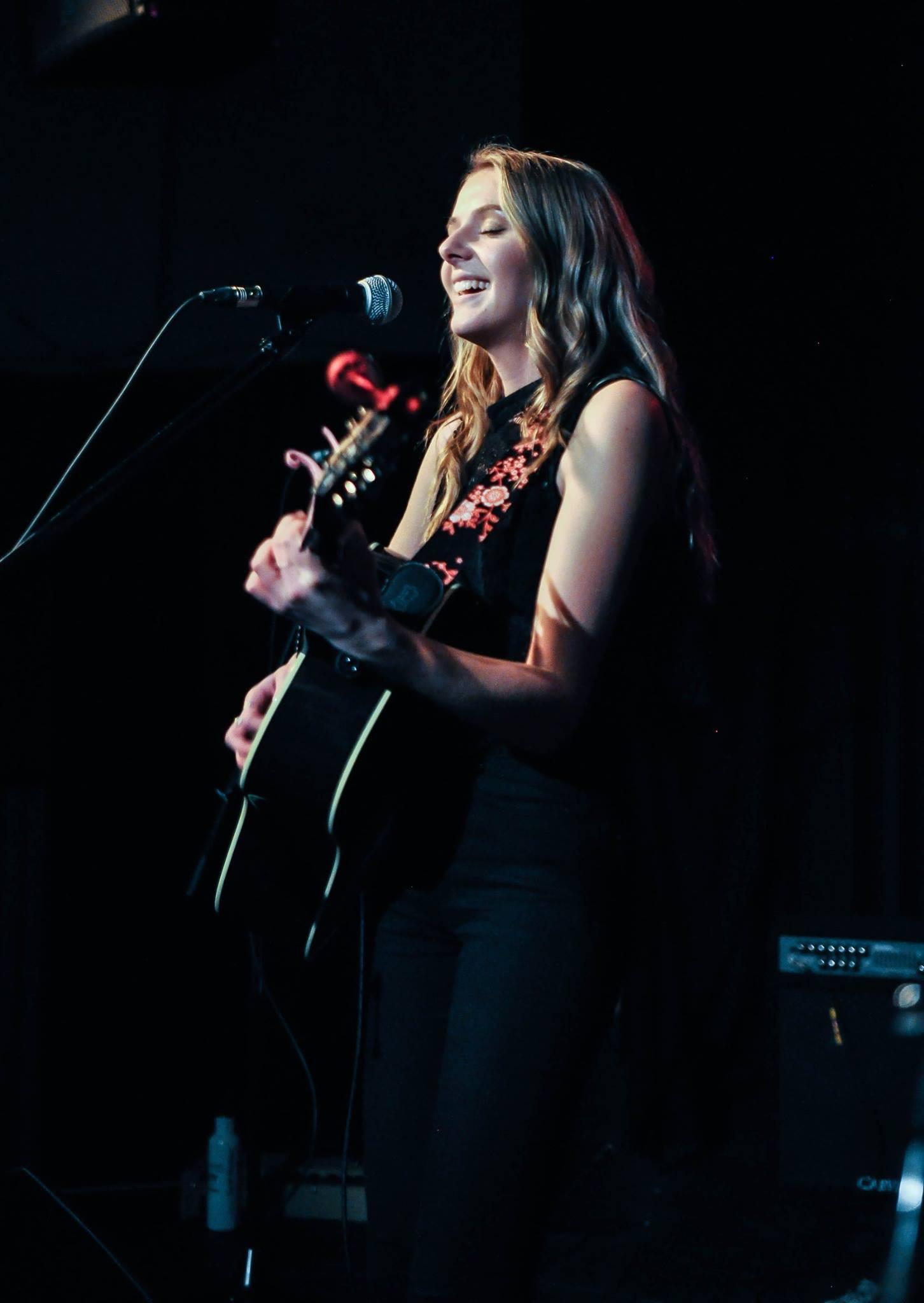 Jaimey Hamilton performing at Jam for the Kids.