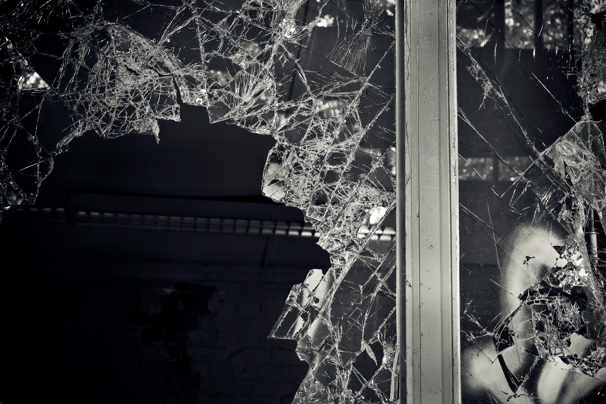 black-and-white-broken-dark-235727.jpg