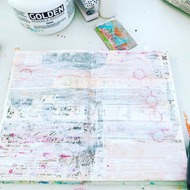 37/100. More layers. #the100dayproject #100daysofartjournaling #100daysofjenuineartjournaling #flow #artjournal #mixedmedia #creativeflow #therapeuticart #layers