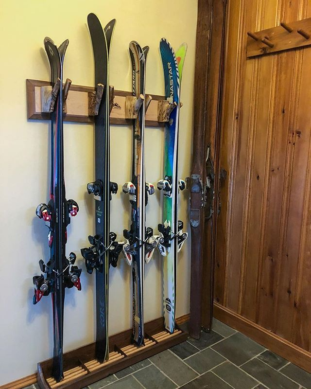 One of our customers sent us this picture of their ski rack. The wooden skis are their grandfather's from the 1930's.⠀ .⠀ .⠀ .⠀ #realadventuredesign #RADicallyorganized #mountainart #handmade #madeintheusa #mapleandwalnut #woodworking #skistorage #magneticskistorage