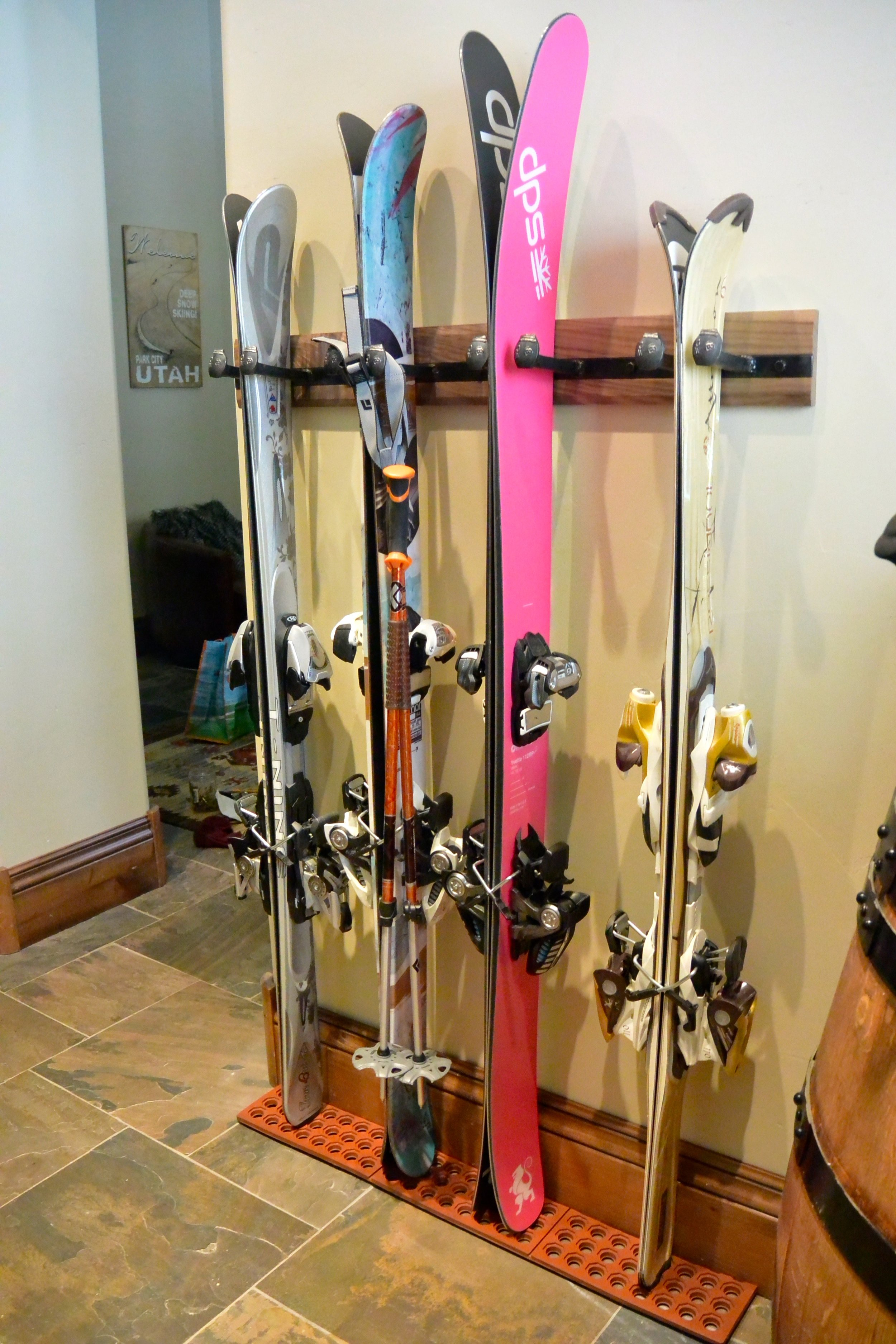 Makes your skis look great and saves room!