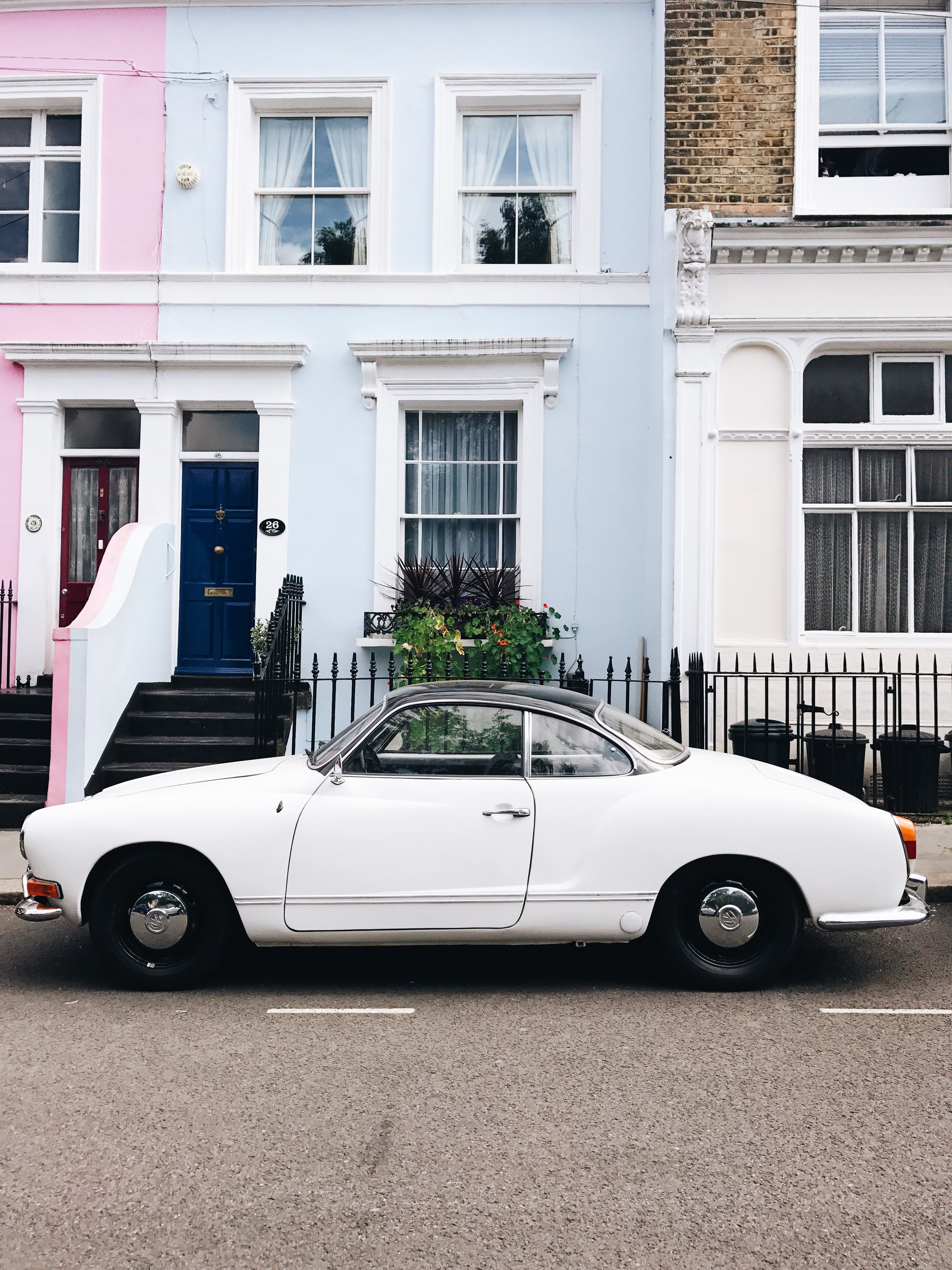 Notting Hill . One of the dreamiest parts of London and an absolute Instagram & photographers dream. Similar to Greenwich, it's been one of those places that I've always wanted to visit. It has the prettiest and most colourful houses - those kind that you can probably only dream of owning, one day.  My visit to Notting Hill was pretty fleeting, having only spent a few hours there one afternoon, but I still absolutely loved it. We didn't get the chance to sit down and find somewhere beautiful for coffee or lunch but instead,  we spent the afternoon simply wandering around and taking photos. Every road we went down there was another building or house to be in awe of.