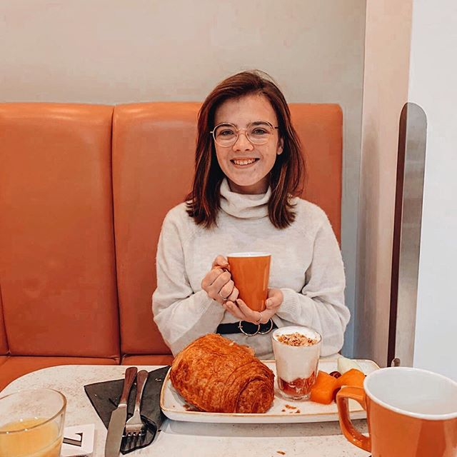 Good morning ✨ This was part of the breakfast at the hotel we stayed at yesterday and have you ever seen a bigger pain au chocolat?! 😂🥐 • Thank you @blushandnoise for letting me take a photo with your breakfast & tag along for the last few days 💖