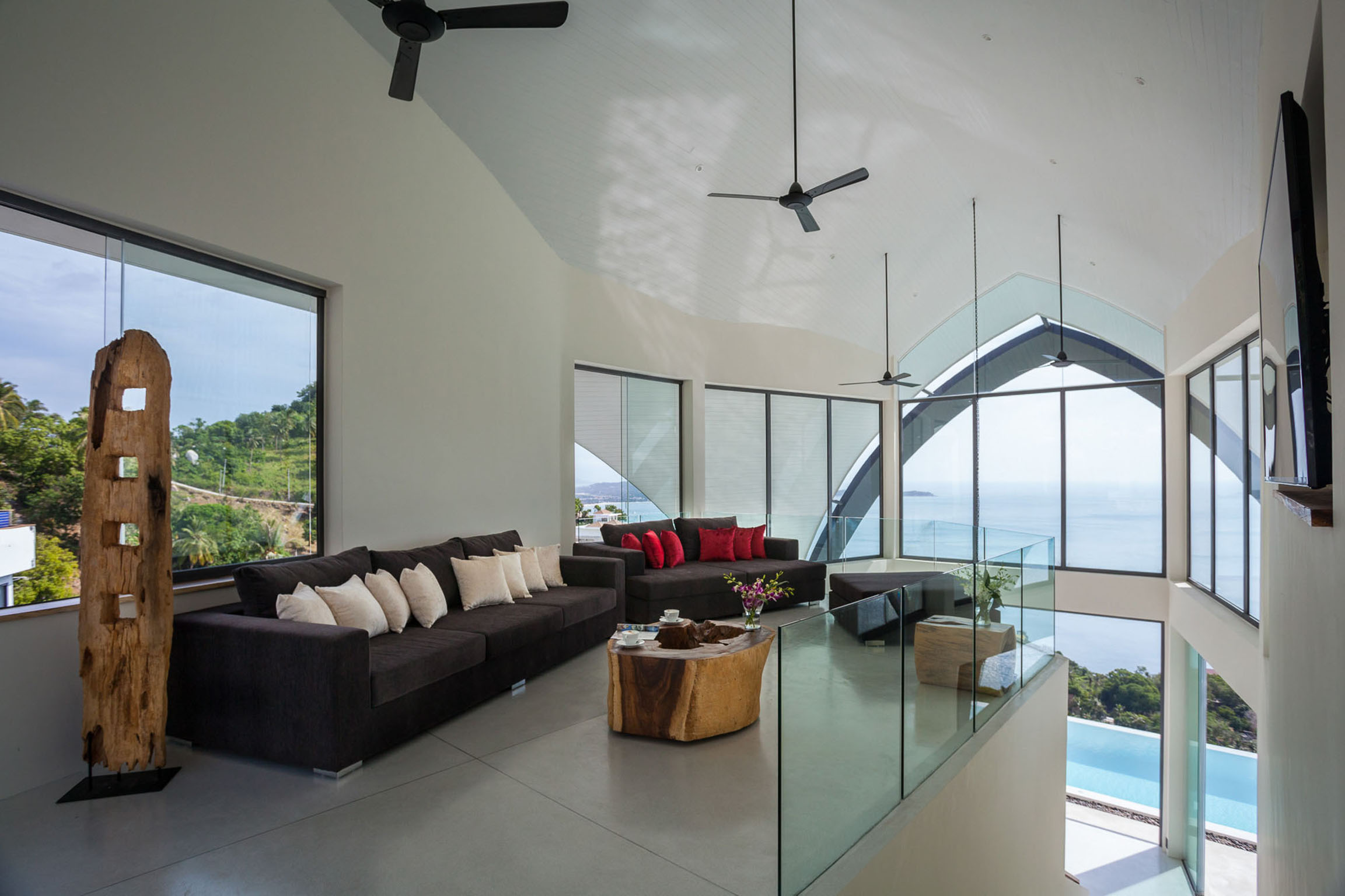 Relaxing area with flatscreen TV