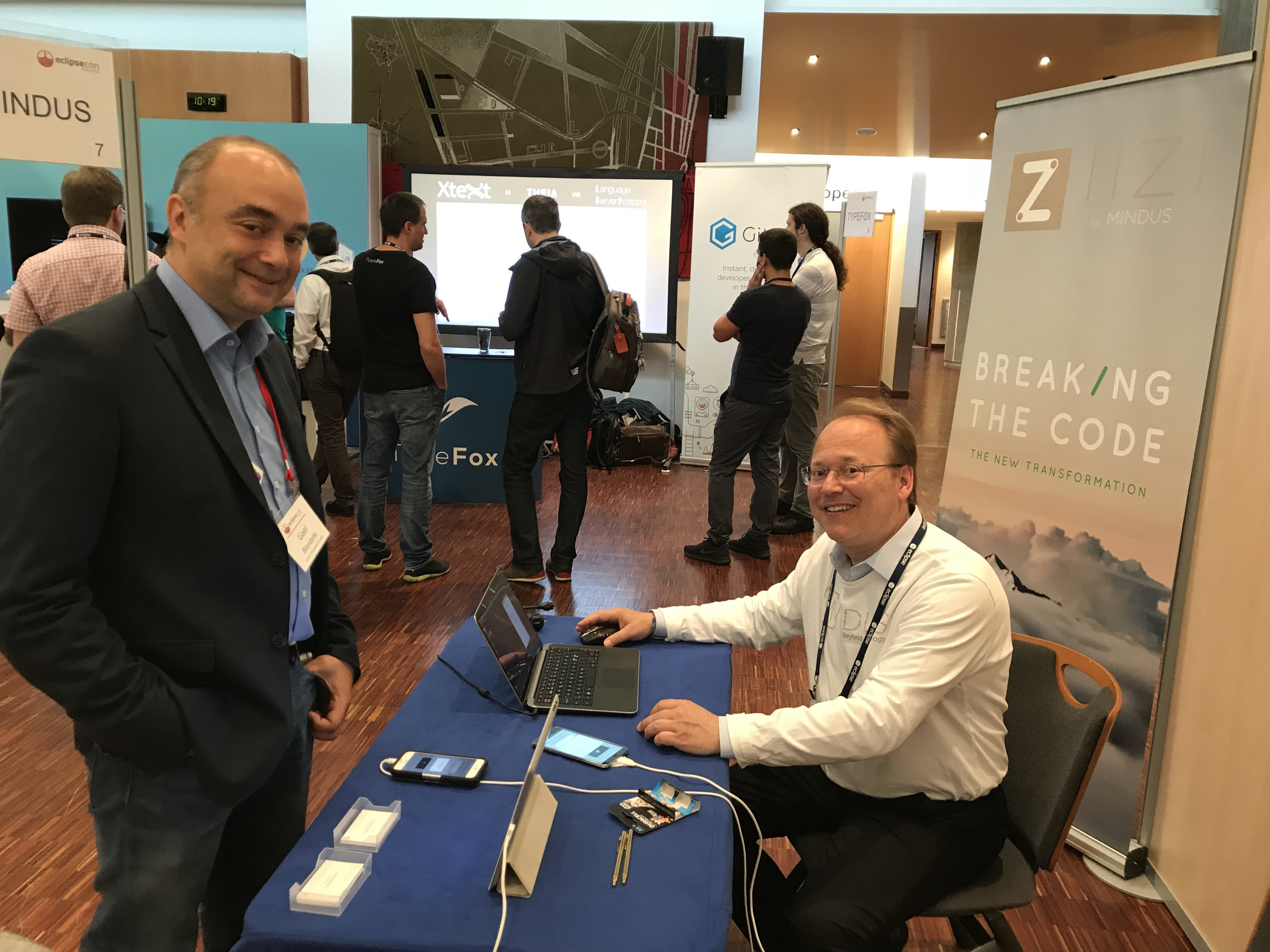 EclipseCon's organizer Gaël Blondelle, Director of European Ecosystem Development at Eclipse Foundation visiting the Mindus booth