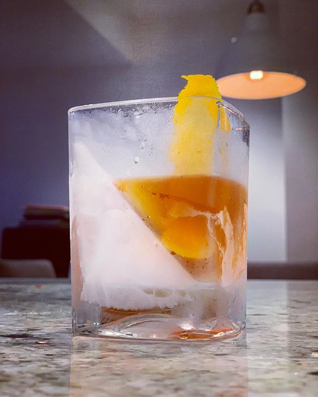 Saturday night old fashioned! . . #oldfashioned #whiskey #bourbon #cocktail #whisky #instadram #whiskyporn