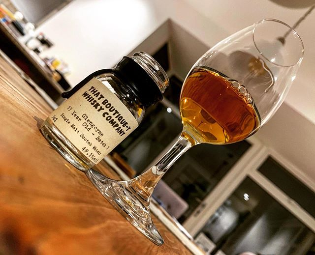 Trying out a Glengoyne 17 year old indie bottling from @boutiqueywhisky ... thoughts on the blog soon . . #glengoyne #whisky #glengoynedistillery #thatboutiqueywhiskycompany #singlemalt #singlemaltwhisky #instadram #whiskyporn #whiskey #dram