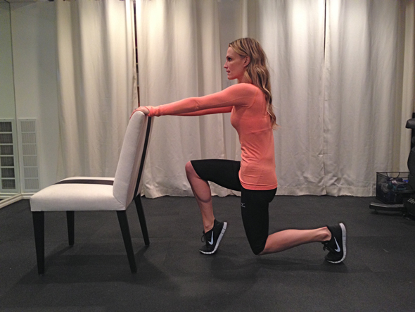 molly-sims-chair-workout-2.jpg