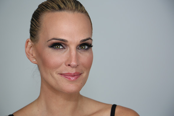 molly-sims-lashes-in-a-flash-1.jpg