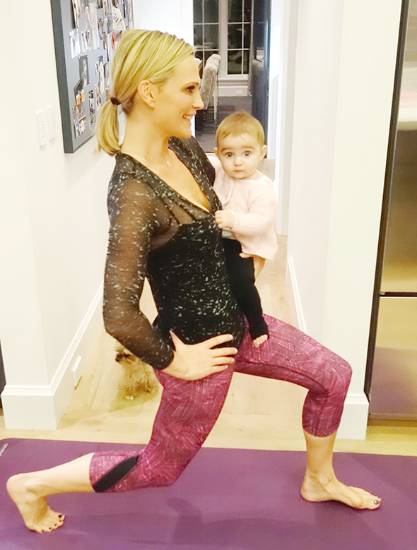 mommy-and-me-lunges.jpg