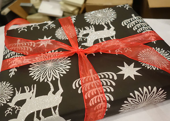how-to-wrap-presents-5.jpg