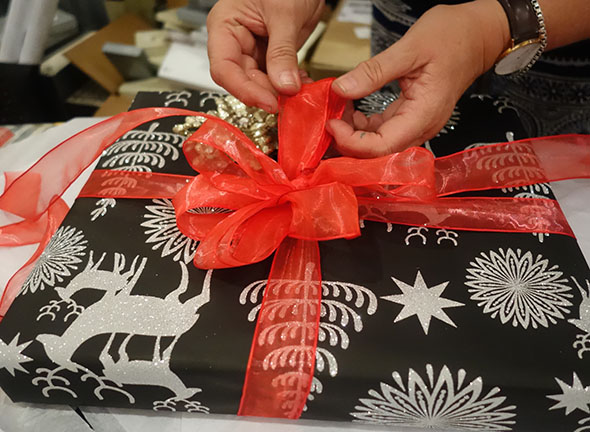 how-to-wrap-presents-7.jpg
